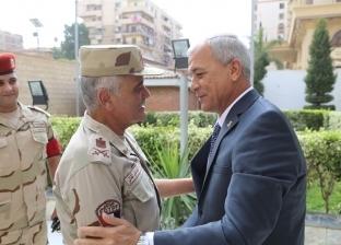 محافظ المنوفية يستقبل مدير جمعية المحاربين القدماء بمكتبه