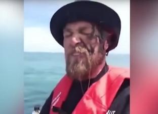 بالفيديو| حبّار ينتقم من صياد سمك على طريقته