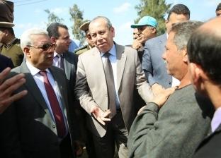 """بالصور  محافظ كفر الشيخ يستمع لمشاكل أهالي """"السيد خليل"""" في الرياض"""