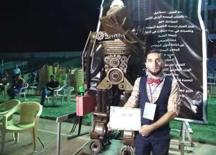 """من وحي رماد العراق.. """"أشرف"""" ينحت تمثال """"السلام"""""""