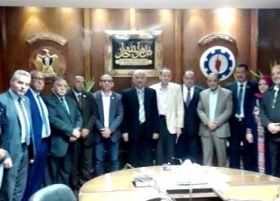 محافظ السويس يلتقي ممثلي بعض الأحزاب السياسية