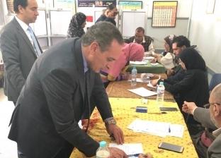 نائب رئيس الهيئة الاقتصادية بالسويس يدلي بصوته في لجنة الأدبية