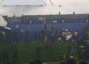صور| حكيم يحيي الجماهير قبل حفل افتتاح بطولة أمم أفريقيا