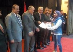 تكريم طالبتين حصلتا على بطولة العالم في الكاراتيه