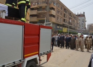 """محافظ بني سويف يتقدم الجنازة العسكرية للشهيد """"مصطفى عثمان"""""""