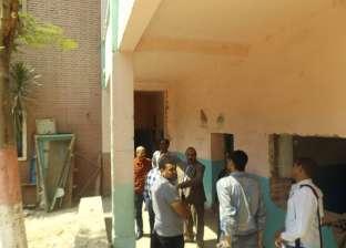 رئيس حي المطرية يتفقد المدارس لمتابعة استعدادات العام الدراسي