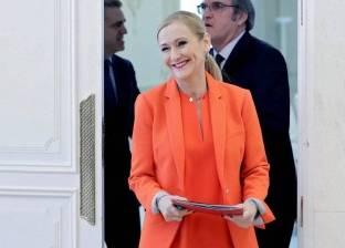 «كريم البشرة» يحرم موظفة من منصب رئيس الوزراء
