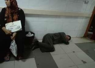«المحلة العام».. طوابير أمام العيادات الخارجية.. وخناقة بين المرضى على ماكينة الغسيل الكلوى