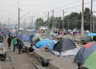 اشتعال النار بخيام في مركز للاجئين باليونان