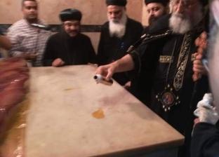 البابا يزور ضريح القمص بيشوي كامل في الإسكندرية ويطيب جسده