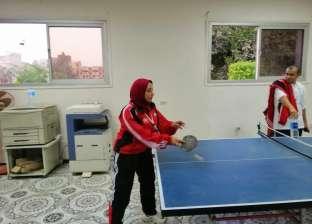 طالبة بجامعة أسيوط تحصد المركز الأول بتنس الطاولة بمعسكر إعداد القادة