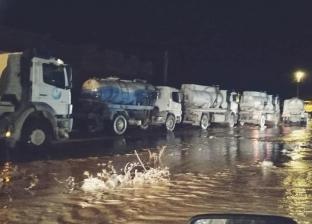 أسطول سيارات كسح ينقذ أهالي حي الزهور بمطروح من حصار مياه الأمطار