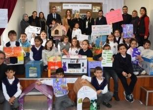 """طلاب يصنعون بيوتا خاصة لـ""""قطط الشوارع"""" في تركيا"""