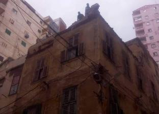 """بسبب أمطار """"عوة"""".. سقوط أجزاء من عقار قديم بجمرك الإسكندرية"""