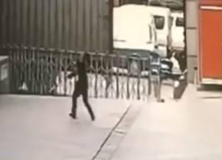 بالفيديو| وفاة حارس أمن حاول التقاط فتاة سقطت من الطابق 11