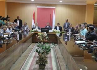 """""""محلية النواب"""" تناقش الاختناقات المرورية في القاهرة.. والمحافظ: نحلها"""