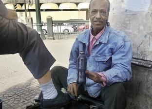 ماسح أحذية بإصبعين فقط: الإيد البطالة ناقصة