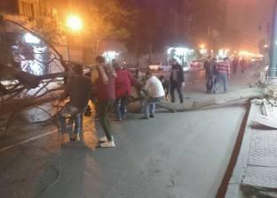 بالصور| سقوط شجرة بشارع القصر العيني بسبب العواصف