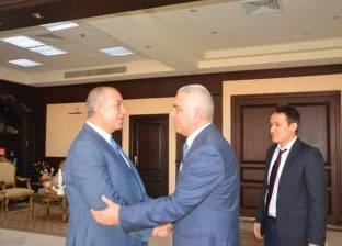 القنصل الروسي يهنئ محافظ البحر الأحمر على تجديد الثقة
