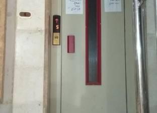 إصابة ربة منزل وطفلتها إثر سقوط مصعد عقار في الإسكندرية
