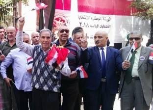عائلة «المستكاوى»: الأب وزّع أعلام مصر بالداخل.. والابن وزّعها بالخارج