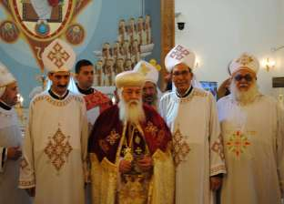الأنبا هدرا يسيم كاهنين للخدمة بكنائس أبوسمبل وأسوان