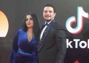 أحمد الفيشاوي وزوجته بافتتاح مهرجان القاهرة السينمائي