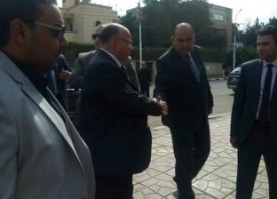 بالصور| نائب محافظ القاهرة يتفقد استعدادات لجان المدارس للاستفتاء