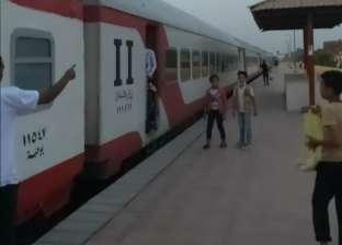 إصابة شاب بكسر إثر سقوطه من قطار في نجع حمادي