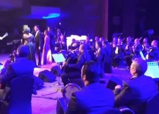بالفيديو| مطربو اﻷوبرا يحتفلون بتحرير سيناء في أول حفل غنائي بالسعودية