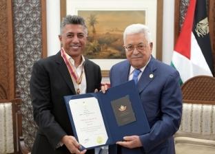 """الرئيس الفلسطيني يمنح """"صوت الأردن"""" عمر العبداللات وسام الثقافة والعلوم"""