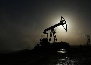 استقرار أسعار النفط بعد انخفاض مخزونات الخام الأمريكية