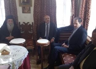 نائب وزير الخارجية اليوناني يتفقد دير سانت كاترين ويشيد بأمن المدينة