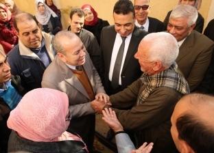 """بالصور  محافظ كفر الشيخ يلتقي أهالي """"الشون"""" ويكلف بإنشاء مكتب بريد"""