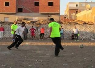 الشرقية.. الشباب يلعب كرة القدم فى الأراضى «البور»