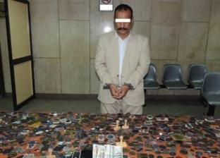 """بـ1041 ختما جمهوريا وحكوميا.. سقوط """"كمال الدين"""" أشهر مزور في إمبابة"""