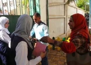 """أجهزة الكشف عن المعادن تستقبل طلاب الثانوية قبل بدء """"العربي"""" في أسوان"""