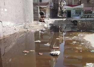 غرق مجمع محاكم المنشاه فى مياه الصرف الصحى.. مشهد لم ينتهِ منذ سنوات