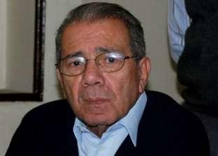 عاجل| وصول جثمان الكاتب الصحفي نبيل زكي إلى مسجد الرحمن الرحيم
