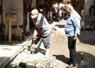 """بالصور  البدء في أعمال رصف منطقة """"سوق الخضار"""" بدمياط"""