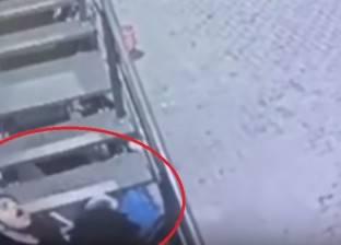 بالفيديو| لحظة قتل رجل لفتاة رفضت الزواج منه