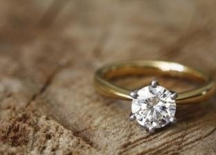 تفسير رؤية فصوص الخواتم بالمنام: زواج وربح وفقدان منصب