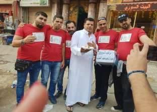 سوريون يوزّعون حلوى فى شوارع الإسكندرية: شكراً للمصريين