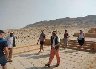 وفد سياحي إسباني يزور المناطق الأثرية في المنيا