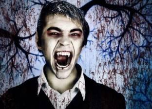 """شاب يتحول لـ""""مصاص دماء"""".. يهاجم الحيوانات ويشرب دمائها"""