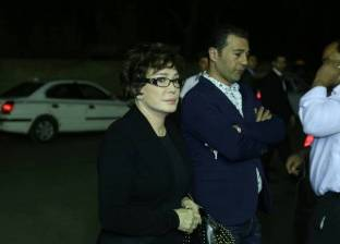 بالصور| وحيد حامد ولبلبة يصلان عزاء والدة المخرج شريف عرفة