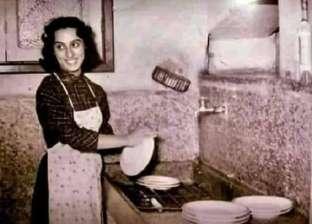 """صورة نادرة.. فيروز ست بيت شاطرة بـ""""تغسل الصحون"""""""