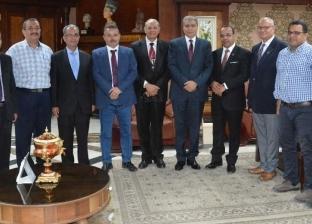 محافظ المنيا يستقبل وفد الطائفة الرسولية في مصر