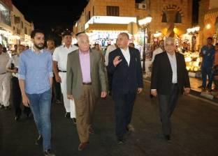 وزير الموارد المائية يتجول سيرا على الأقدام بمدينة شرم الشيخ