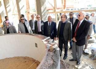 رئيس جامعة المنصورة يتفقد جاهزية الملاعب لاستضافة ملتقى الوافدين